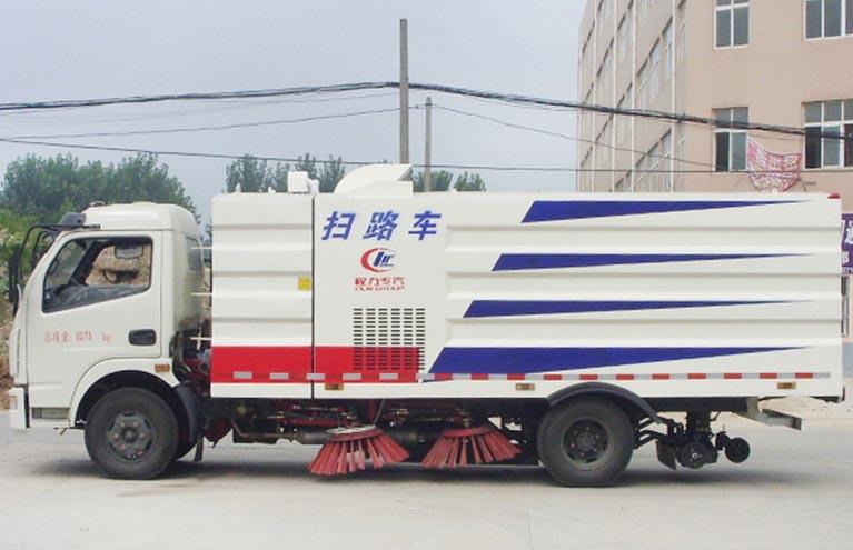 东风多利卡2.5方水4.5方尘扫路车图片3