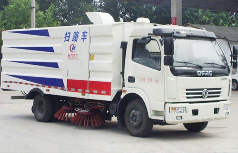 东风多利卡2.5方水4.5方尘扫路车图片1