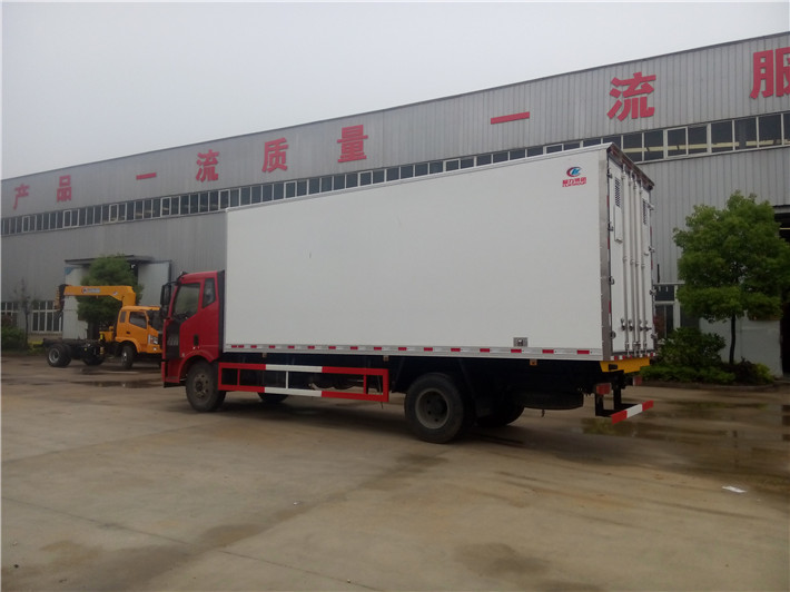 解放J6冷藏车(厢长6.8/7.5米)图片4