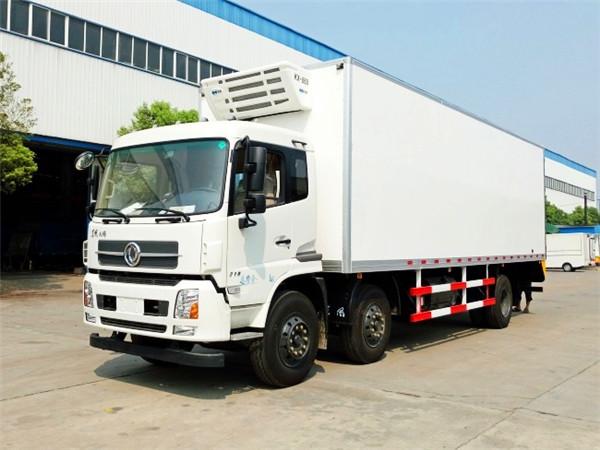 东风天锦小三轴冷藏车(厢长7.7/8.6米)
