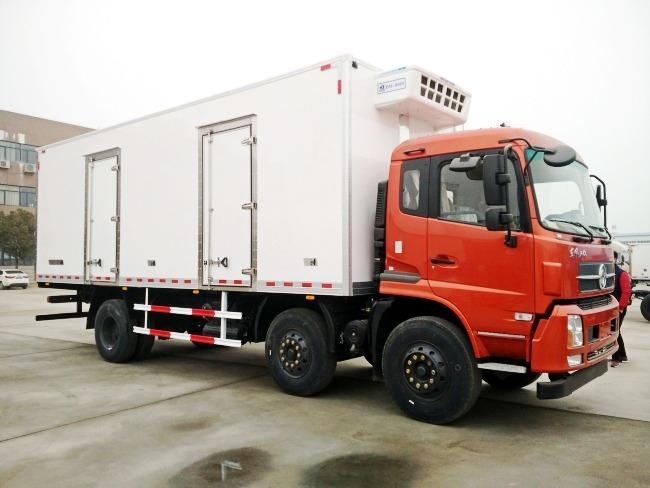 东风天锦小三轴冷藏车(厢长7.7/8.6米)图片3
