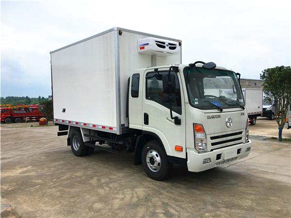 大运奥普力排半冷藏车(厢长3.8米)