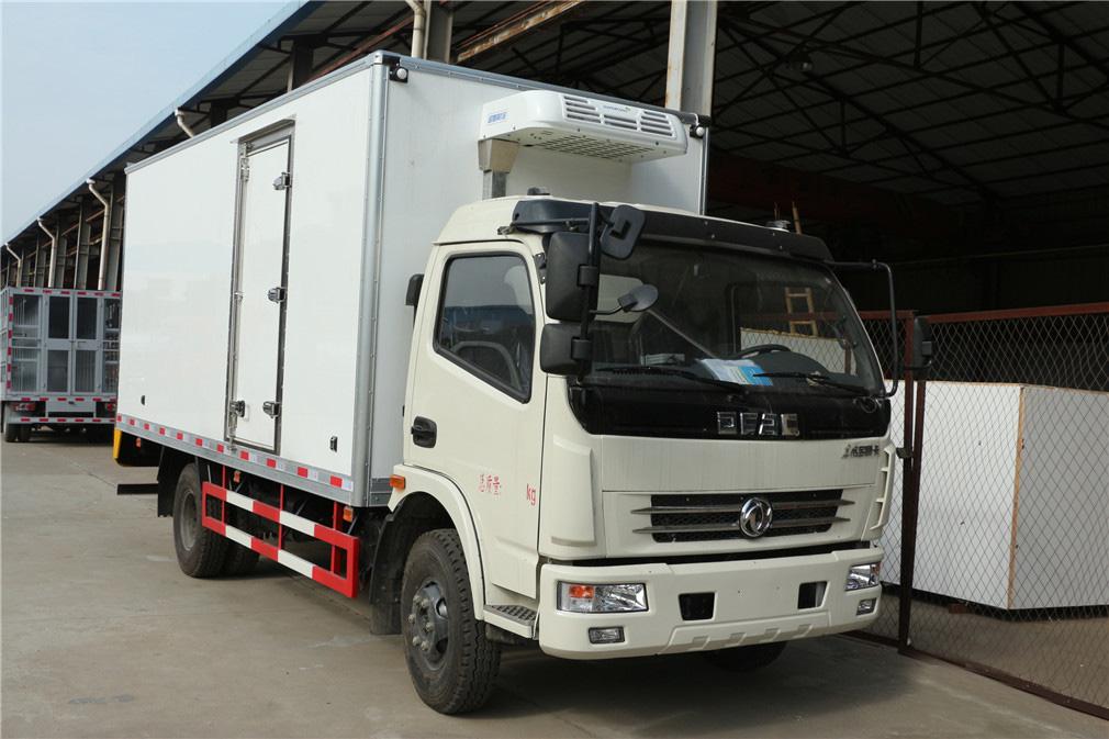 东风多利卡冷藏车(厢长5.2米)