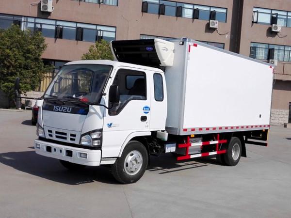 五十铃600P排半冷藏车(厢长4.6米)