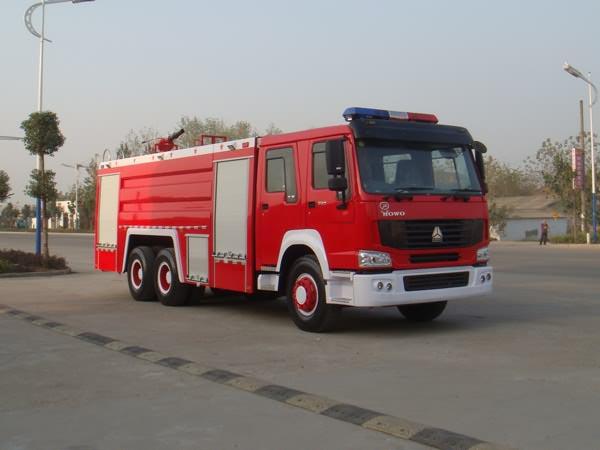 豪泺牌10吨泡沫消防车
