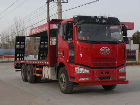 拉20-29吨挖机解放后双桥平板运输车