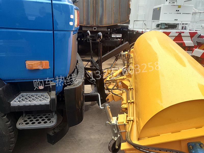 东风153除雪车细节图片