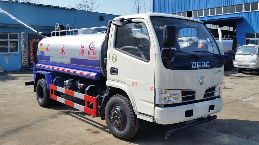 5吨东风多利卡喷水车