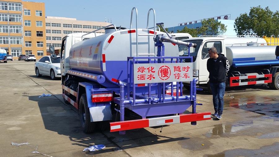 5吨东风福瑞卡洒水车图片3