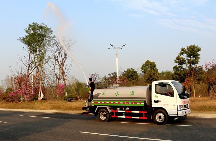 热销5吨东风环卫洒水车
