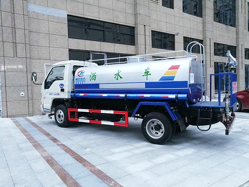 特价5.5万 5吨福田洒水车图片4