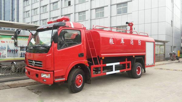东风多利卡6吨消防洒水车